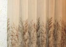 вид плотной натуральной гардины с набивным рисунком в изделии.