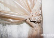 декоративный подхват для штор,украшенный розочкой.