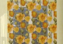 вискозная органза в яркие желтые розы в римской шторе.