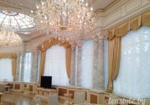 статичный комплект французских штор из белой немецкой вуали в административное помещение.