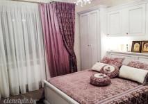 портьера декоративная из бархата цвета фуксии и портьера из полупарчи цвета фуксии на закрытие. покрывало на кровать из бархата цвета фуксии ти декоративные подушки двух цветов.