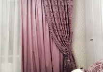 декоративные круглын подушки из бархата двух цветов. декоратиная портьера из бельгийского двустороннего бархата.