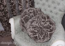 круглые подушки с пуговицей из бельгийского кофейного бархата.