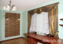 функциональная французская штора из французской вуали для кабинета. украшена декоративными кисточками по низу.