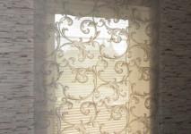 римская штора из вискозной органзы на окно на лестнице