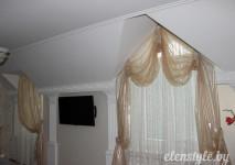 шторы из испанской слюды и гипюровой гардины на косые окна