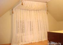 комплект из вуали,украшенный кистями на косое окно
