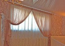 комплект штор на скошенное окно в детской комнате