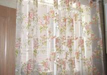 Комплект штор из цветочной органзы на люверсах