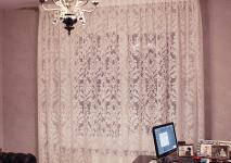 Декоративные подушки из испанского шинила и гардина с крупным вензелем на широкой ленте